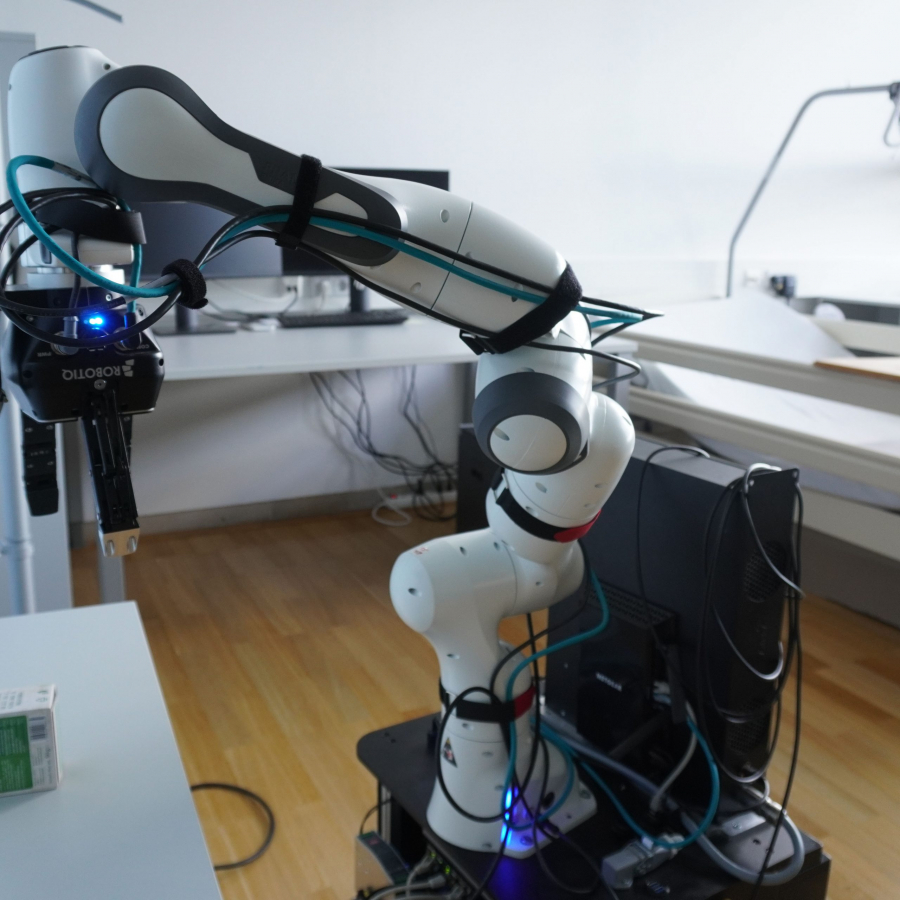 """Mit diesem Roboter wird im Projekt """"Persönliche Assistenz für Patienten in der Pflege (PersonA-PP)"""" geforscht."""