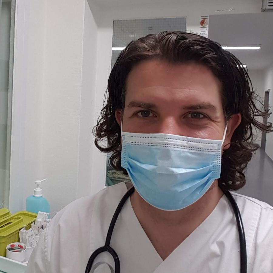 …und seinen Erfahrungen als Krankenpfleger während der Corona-Pandemie.